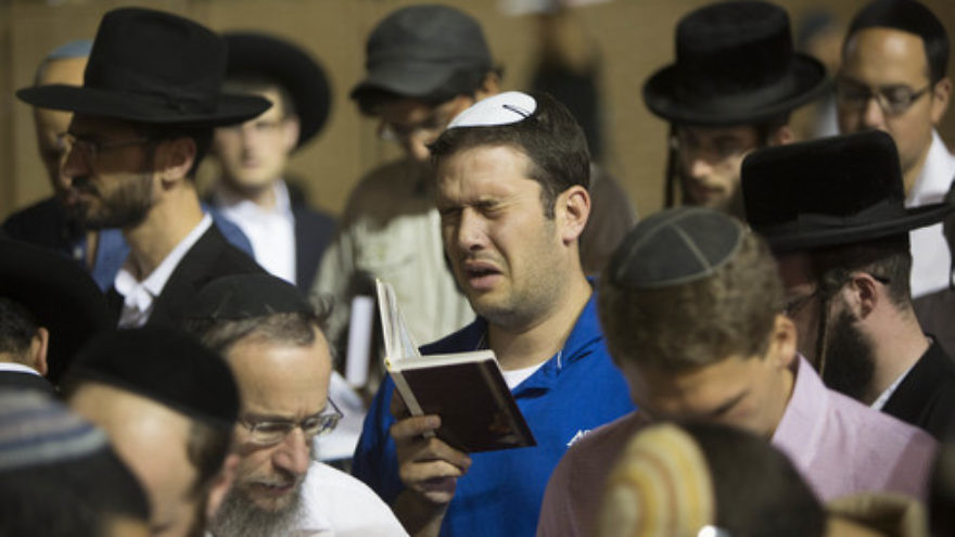 Click photo to download. Caption: On June 25, Jews gather at the Western Wall in Jerusalem's Old City to pray for the release of the three kidnapped Israeli teenagers. Credit: Yonatan Sindel/Flash90.