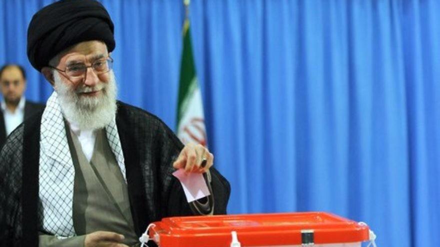 Supreme Leader Ayatollah Ali Khamenei casts his vote in Iran's 2013 presidential election. Credit: Mohammad Sadegh Heydari via Wikimedia Commons.