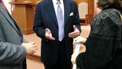 Click photo to download. Caption: Commentator and military expert Ralph Peters, center, last week at Temple Emanuel in Newton, Mass., where he have a briefing for the Committee for Accuracy in Middle East Reporting in America (CAMERA). Credit: Susie Davidson