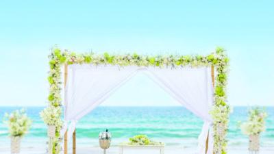 A Jewish wedding chuppah on a beach. Credit: Maloman Studios.