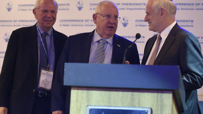 Israeli President Reuven Rivlin (center) with Conference of Presidents of Major American Jewish Organizations Chairman Stephen M. Greenberg (left) and Executive Vice Chairman/CEO Malcolm Hoenlein at the opening of the organization's 43rd leadership mission to Israel. Credit: Avi Hayun.