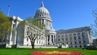 The Wisconsin State Capitol building. Credit: Vijay Kumar Koulampet via Wikimedia Commons.