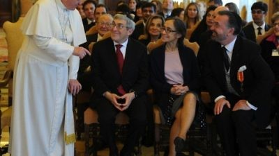 In front, from left to right: Pope Francis, American Jewish Committee (AJC) President Stanley M. Bergman, Stanley's wife Marion Bergman, and AJC International Director of Interreligious Affairs Rabbi David Rosen at the Vatican on Feb. 13. Credit: AJC.