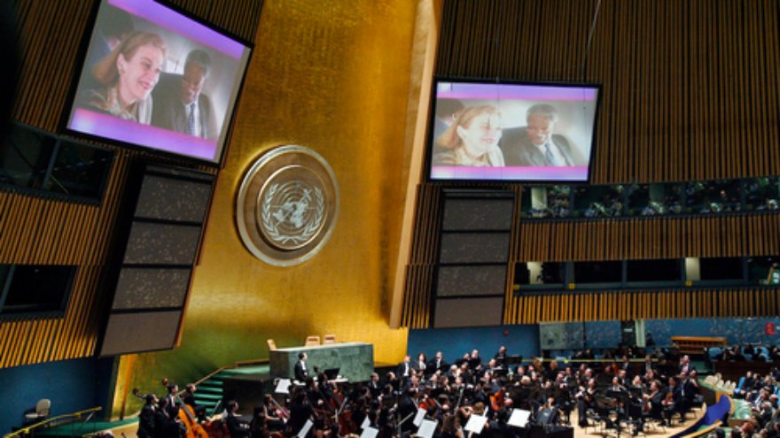 Click photo to download. Caption: In December 2006, the West-Eastern Divan Orchestra gives a concert at United Nations headquarters in New York in honor of outgoing U.N. secretary-general Kofi Annan. Credit: U.N. Photo/Mark Garten.