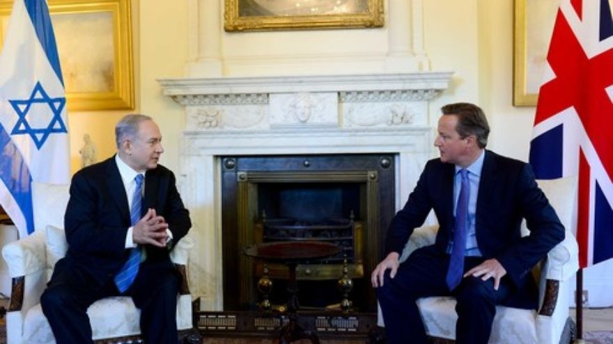Click photo to download. Caption: Israeli Prime Minister Benjamin Netanyahu (left) meets with British Prime Minister David Cameron at Cameron's office in London on Sept. 10, 2015. Credit: Avi Ohayon/GPO.