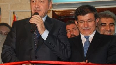 Click photo to download. Caption: Pictured in front at a ribbon-cutting ceremony are Turkish Presdient Recep Tayyip Erdoğan (left) and Turkish Prime Minister Ahmet Davutoğlu. On May 22, Davutoğlu will resign from his post. Credit: Kahire Yunus Emre Enstitüsü via Wikimedia Commons.