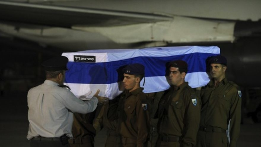 Israeli soldiers carry the five coffins holding Israeli citizens Itzik Colangi, 28, Amir Menashe, 28, Maor Harosh, 25, Elior Price, 26, and Kochava Shriki, 44, killed in a suicide bombing attack in Bulgaria July 18, at a cermony after the bodies arrived at Ben-Gurion Airport early Friday morning, July 20. Credit: Amos Ben Gershom/GPO/FLASH90.