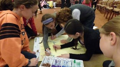 Click photo to download. Caption: Pictured here, the Rimon Initiative at Philadelphia's Temple Sholom offers students project-based chugim (electives), an example cited by Rabbi Phil Warmflash and Anna Marx for an innovative new model in Jewish education. Credit: Provided photo.