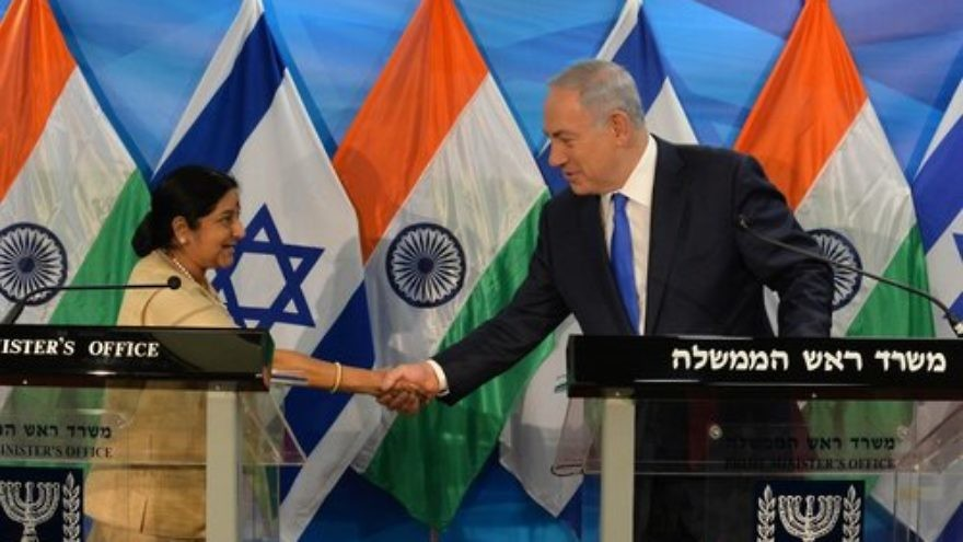 Click photo to download. Caption: Indian Foreign Minister Sushma Swaraj meets with Israeli Prime Minister Benjamin Netanyahu. Credit: Kobi Gideon/GPO.