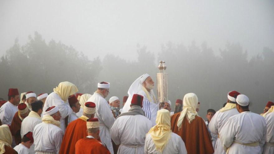 The Samaritans' Passover pilgrimage on Mount Gerizim in 2006. Credit: Edward Kaprov.