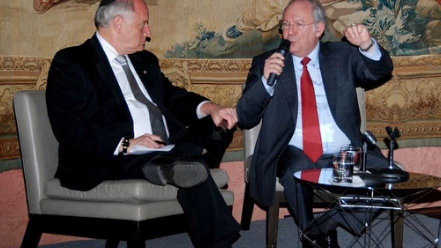 Dr. Richard Prasquier, president of the CRIF (Conseil Representatif des Institutions Juives de France), sits down with Malcolm Hoenlein of the Conference of Presidents of Major American Jewish Organizations. Prasquier discussed issues of concern to the French Jewish community with American media at the Consulate of France in New York on April 30. Credit: Maxine Dovere.