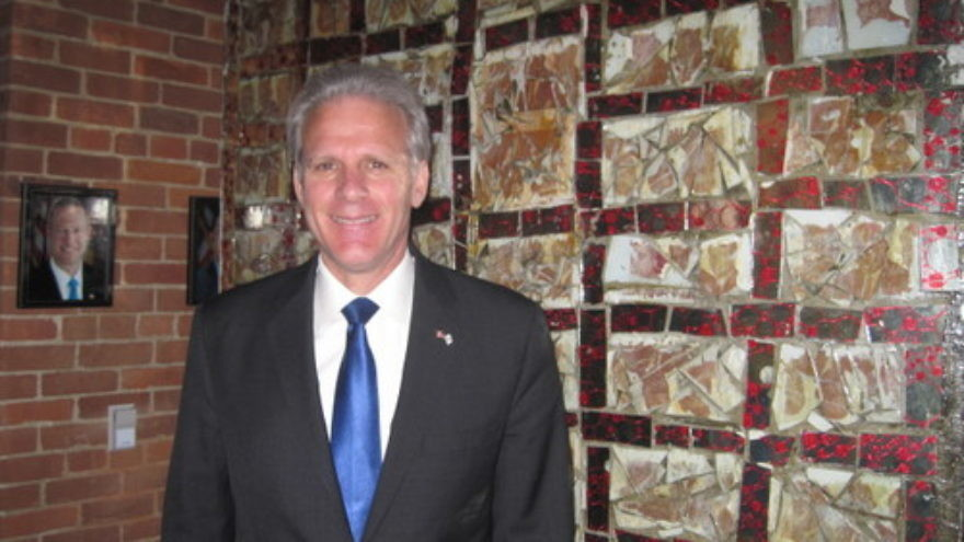 "Click photo to download. Caption: Amb. Michael Oren in front of artwork titled ""Shalom"" at the Banneker Douglass Museum of African American history in Annapolis, Md., with a photo of Maryland Governor Martin O'Malley in the background. Credit: Paul Foer."