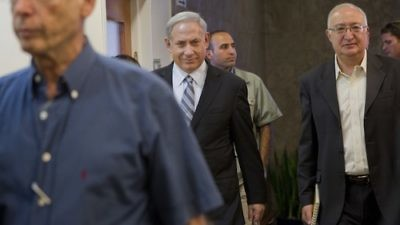 Click photo to download. Caption: Prime Minister Benjamin Netanyahu (center) is accompanied by Prof. Manuel Trajtenberg (far right), who headed the Trajtenberg Committee Report on social changes, on his way to a cabinet meeting on Oct. 3, 2011. Credit: EPA/JIM HOLLANDER/POOL.