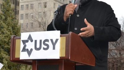 """Click photo to download. Caption: Pastor Corey Brooks of the New Beginnings Church of Chicago speaks at the Dec. 26 """"Praying With Our Feet"""" rally against gun violence organized by United Synagogue Youth (USY). Credit: USY."""