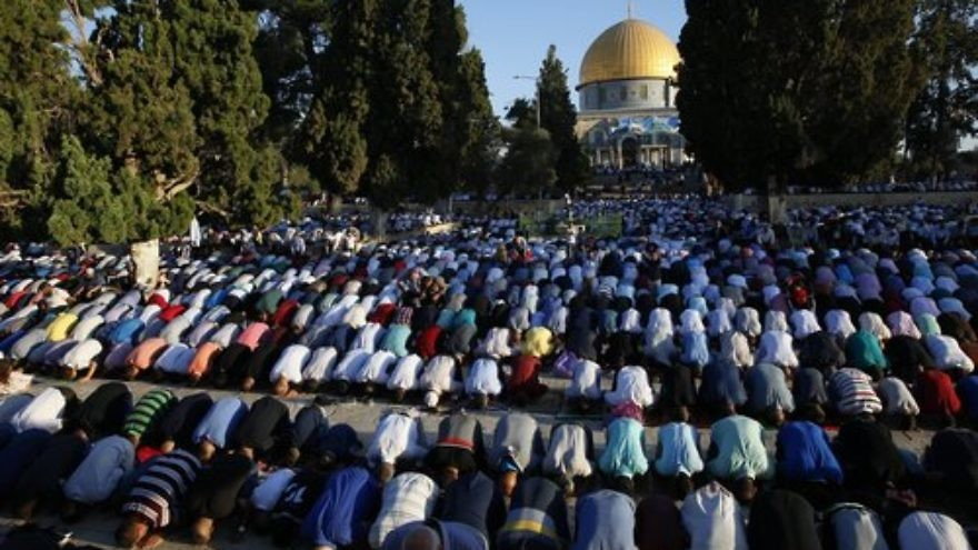 Thousands of Palestinians perform Eid prayers at the Al-Aqsa Mosque in Jerusalem, marking the muslim holiday of Eid al-Adha, on Sept. 12, 2016. Credit: Sliman Khader/Flash90.