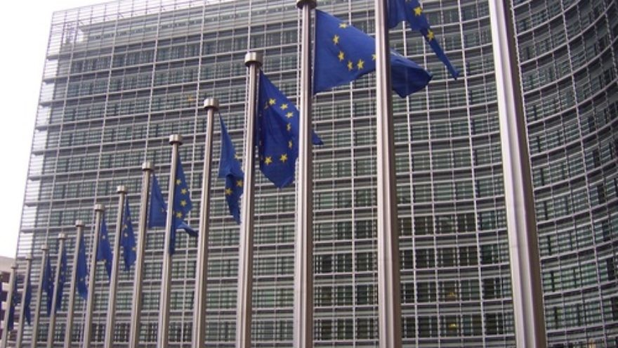 E.U. flags in front of the European Commission building in Brussels. Credit: Amio Cajander via Wikimedia Commons.