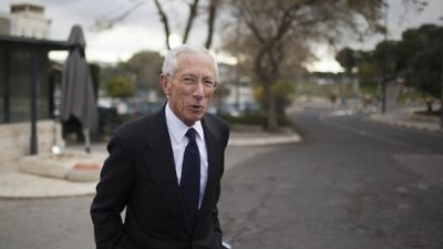 Click photo to download. Caption: Stanley Fischer, the Governor of the Bank of Israel, leaves after a meeting at the Prime Minister's Office in Jerusalem, March 17, 2013. Fischer, who will leave his position in a few months, has stewarded the Israeli economy through an era of stability amid a global crisis. Credit: Yonatan Sindel/Flash90.