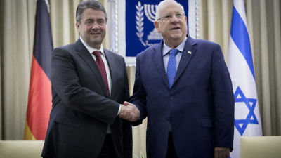 Israeli President Reuven Rivlin (right) meets with German Foreign Minister Sigmar Gabriel in Jerusalem, April 25, 2017. Credit: Yonatan Sindel/Flash90.