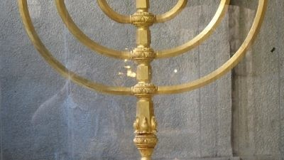 A replica of the Jewish Temple's menorah, made by The Temple Institute in Israel. Credit: The Temple Institute, Jewish Quarter, Jerusalem via Wikimedia Commons.