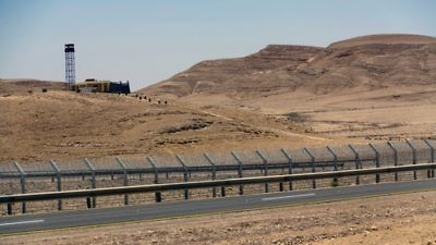 The security fence along the Israel-Egypt border, built in 2012. Credit: Idobi via Wikimedia Commons.