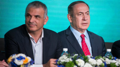 Israeli Finance Minister Moshe Kahlon (left) and Israel Prime Minister Benjamin Netanyahu on April 3, 2017. Credit: Hadas Parush/Flash90.