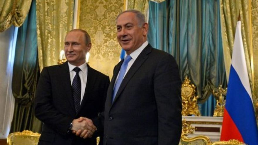 Israeli Prime Minister Benjamin Netanyahu (right) and Russian President Vladimir Putin during a previous meeting, in June 2016 in Moscow. Credit: Haim Zach/GPO.