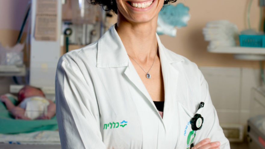 Click photo to download. Dr. Rania Okby (pictured), the first female Bedouin physician in the world, represents the convergence of two worlds: ancient Bedouin tradition and modern Israeli society. Credit: Dani Machlis.