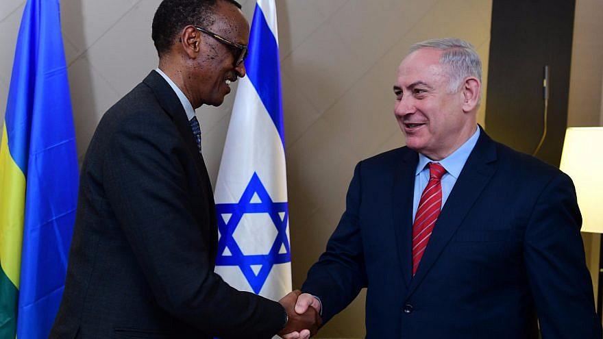 Israeli Prime Minister Benjamin Netanyahu meets with Rwandan President Paul Kagame in Davos in January 2018. Credit: Amos Ben-Gershom/GPO.