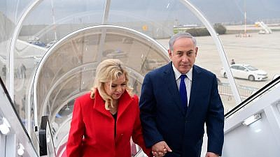 Prime Minister Benjamin Netanyahu and his wife Sara leave Israel for Davos. Credit: Amos Ben-Gershom/GPO.
