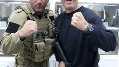 Jerry Seinfeld (right) visits the Israeli counter-terror training academy Caliber 3. Credit: Twitter.
