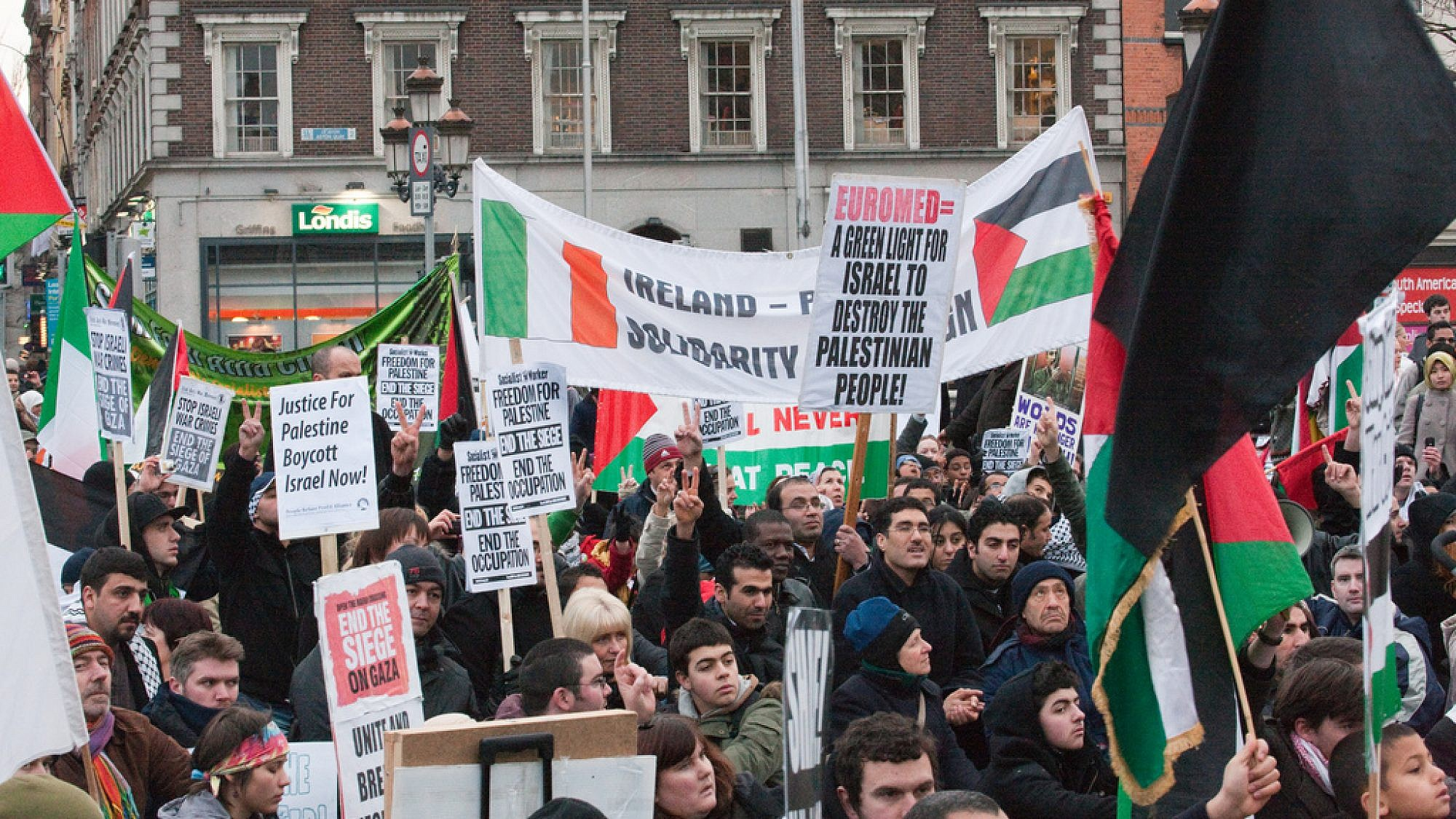 Pro-Palestinian protesters near the Irish Parliament in Dublin at a rally against Israeli air strikes in Gaza in 2009. Credit: William Murphy/Flickr.