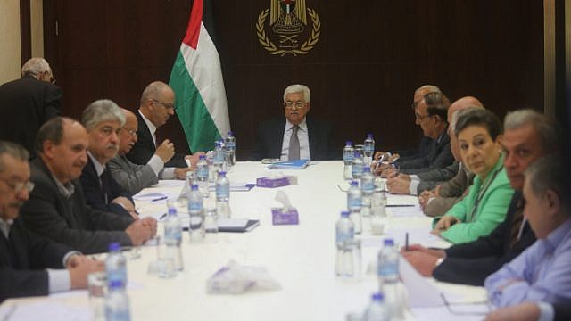 Palestinian Chairman Mahmoud Abbas chairs a meeting of the executive committee of the Palestine Liberation Organisation (PLO) in the West Bank city of Ramallah on April 4, 2016. Photo by FLASH90