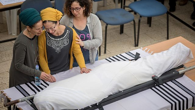 Miriam Ben Gal (C), wife of Rabbi Itamar Ben Gal mourns near his body during his funeral in Har Bracha on February 6, 2018. Rabbi Ben Gal was murdered when a Palestinian man stabbed in a terror attack at the entrance to Ariel, in the West Bank. Photo by Yonatan Sindel/Flash90