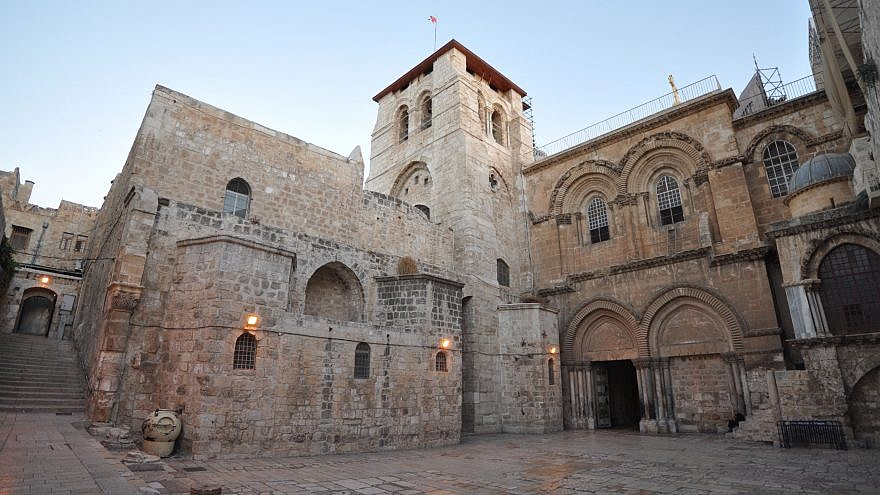 A view of the entrance of the Church of the Holy Sepulchre in Jerusalem. Credit: Wikimedia Commons.