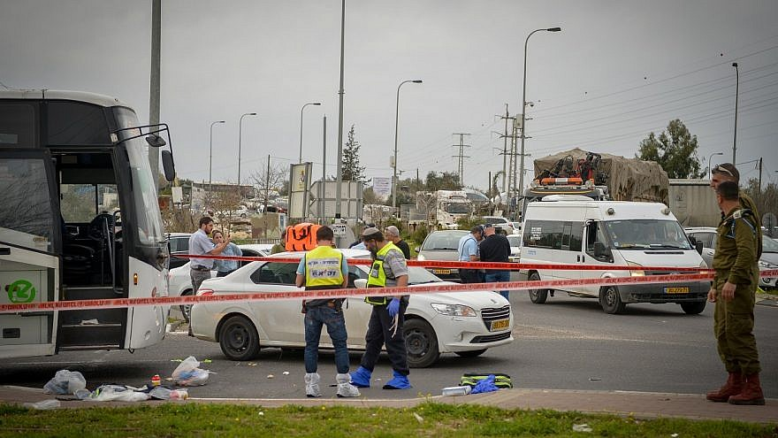 The scene of a terror attack where a Palestinian man stabbed an Israeli man to death at the entrance to Ariel, in the West Bank on February 5, 2018. Credit: Ben Dori/Flash90.