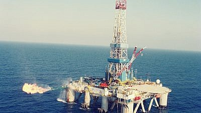 An Israeli offshore natural gas rig. Credit: Wikimedia Commons.