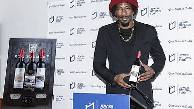 Former NBA star Amar'e Stoudemire showing off his new line of kosher-for-Passover Israeli wines. Credit: Jewish National Fund-USA.