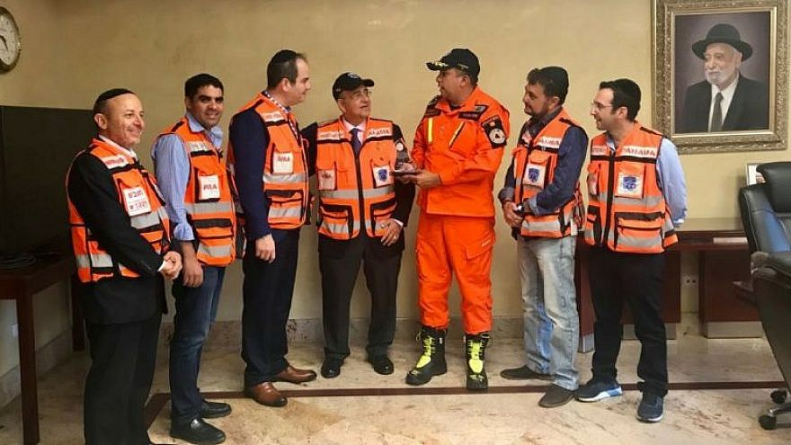 José Donderis presents an award to Eli Beer, third from left, and members of United Hatzalah of Panama. Credit: Courtesy of United Hatzalah Panama.