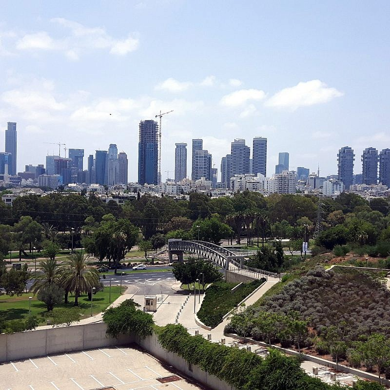 A view of the Tel Aviv skyline. Credit: LaMèreVeille via Wikimedia Commons.