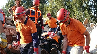 A rescue team from the Upper Galilee Regional Council trains evacuating the injured from wreckage. Credit: Aviv Leshem.