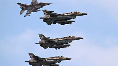 A squadron of F16Ds fly through the sky. June 28, 2010. Photo by Ofer Zidon/Flash90