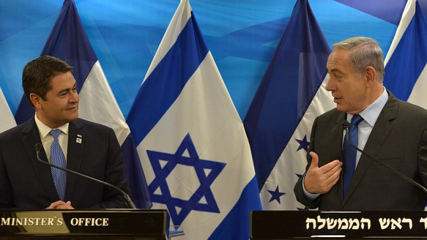 Israeli Prime Minister Benjamin Netanyahu speaking with Honduran President Juan Orlando Hernández in Jerusalem on Oct. 29, 2015. Photo by Kobi Gideon/GPO