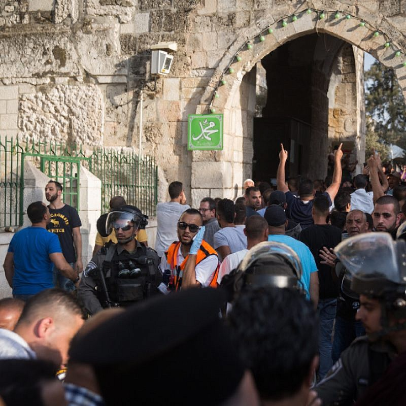 File photo: Confrontations between Israeli police and Palestinians as they enter the Temple Mount at the Lion's Gate in Jerusalem's Old City, July 27, 2017. Photo by Hadas Parush/Flash90