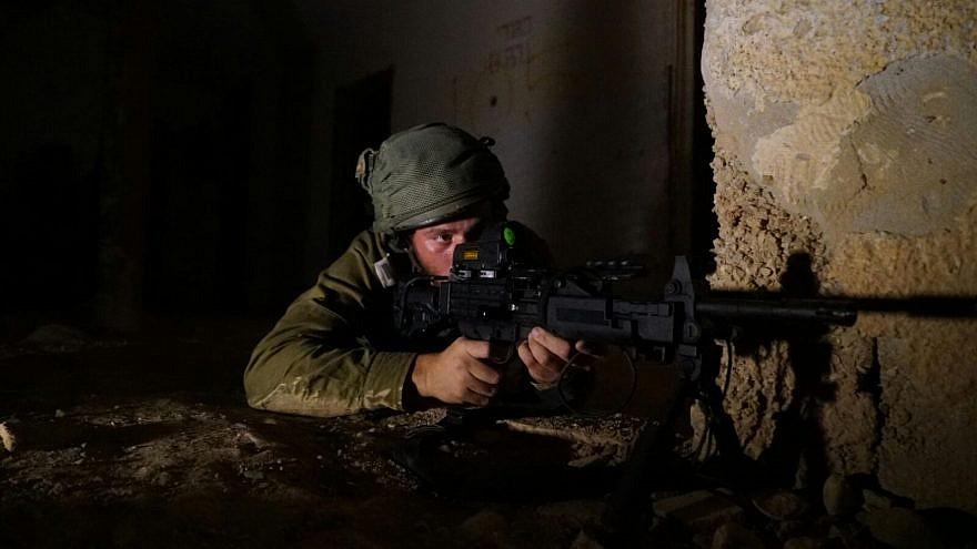 A Givati brigade soldier trains for urban-warfare combat. Credit: IDF Spokesperson Unit.