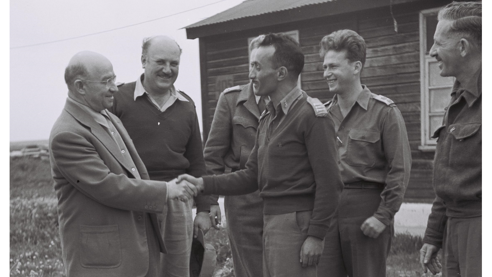 Eddie Jacobson shakes hands with Capt. Yeruham Cohen, flanked by Col. Edelelman and Yitzhak Rabin in Beersheva. Photo by Hugo Mendelson/GPO