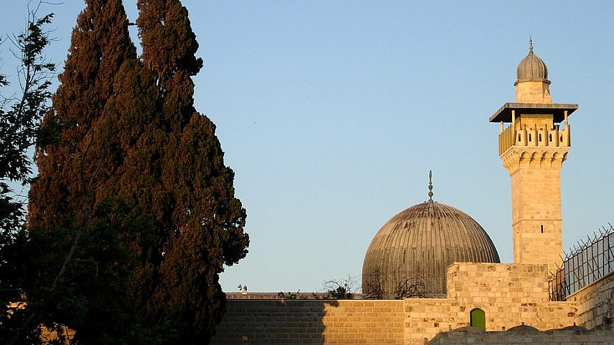 The Al-Aqsa mosque in the Temple Mount compound, seen from the Western Wall Plaza. Credit: Wikimedia Commons/ Mark A. Wilson (Department of Geology, The College of Wooster).