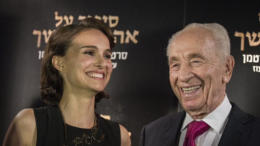 """Hollywood actress and director Natalie Portman with former Israeli President Shimon Peres at the premiere of Portman's movie """"A Tale of Love and Darkness,"""" based on the book by Israeli author Amos Oz, in Jerusalem in 2015. Photo by Hadas Parush/Flash90."""