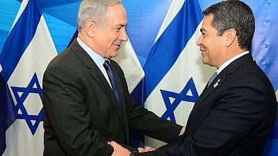 Israeli Prime Minister Benjamin Netanyahu with Honduran President Juan Orlando Hernández in Jerusalem on Oct. 29, 2015. Credit: Kobi Gideon/GPO.