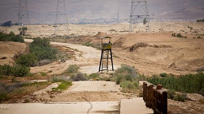 An abandoned watchtower at the Israel-Jordanian border, as seen from the Israeli side. May 6, 2015. Photo by Moshe Shai/Flash90