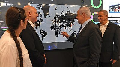 Israeli Prime Minister Benjamin Netanyahu visits the National CERT at the cyberpark in Beersheva on July 27, 2017, with Buki Carmeli, head of the National Cyber Defense Authority, and Eviatar Matania, head of the National Cyber Bureau in the Prime Minister's office. Photo by Kobi Gideon / GPO